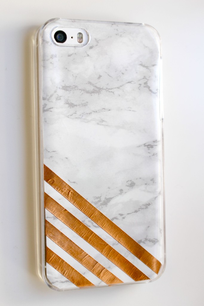 DIY Marble Crafts | DIY Copper & Marble Phone Case by Twinspiration at http://twinspiration.co/diy-copper-marble-phone-case/