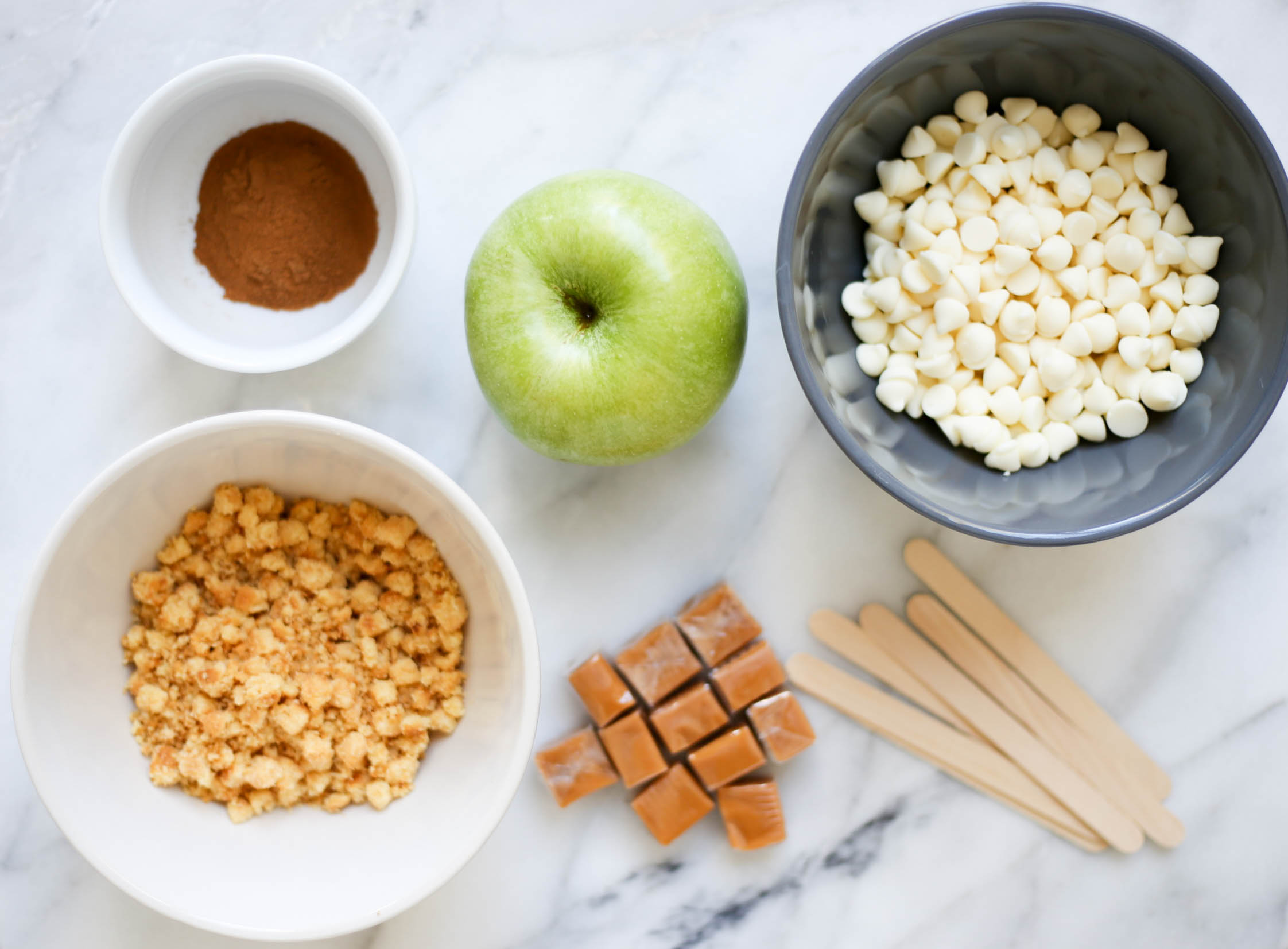 Snickerdoodle Caramel Apples